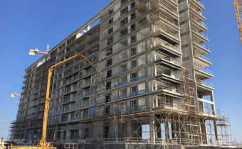 External elevation of north tower – glazing progress up to level 2 – Marassi Residences, December 2017